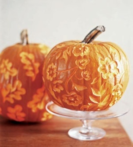 Beautifully carved pumpkins found at singanewsongchildren.blogspot.com, by Susan Nikitemko